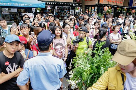 Diem My 9X, Hua Vy Van quang ba phim Tet gay nao loan duong sach - Anh 9