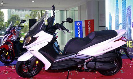 Xe ga 250 phan khoi Kymco Downtown chinh thuc 'trinh lang' - Anh 1