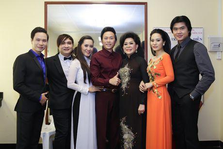 Hoai Linh than thiet ben con gai nuoi Anh Linh - Anh 1