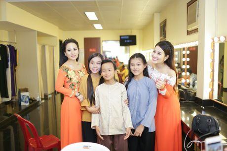 Hoai Linh than thiet ben con gai nuoi Anh Linh - Anh 5
