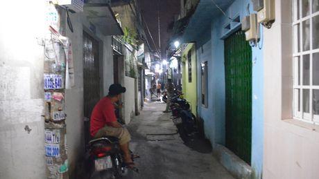 Bat giu sat thu nghi 'ngao da' dam chet hang xom - Anh 1