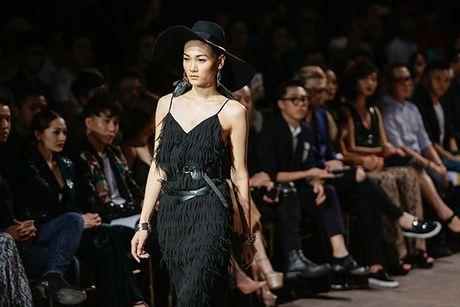 Hoang Thuy va bo suu tap an tuong 'Khuc hoan ca cua nguoi du muc' - Anh 9