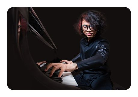 Nghe si piano Maciej Grzybowski giao luu am nhac tai Viet Nam - Anh 2