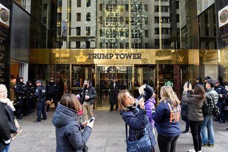 Toa nha Trump Tower bi doi ten thanh 'Thap rac' - Anh 1