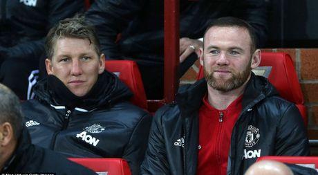 Rooney va Schweinsteiger khoai chi sau khi Mourinho bi trong tai duoi khoi san - Anh 1
