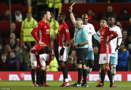 Rooney va Schweinsteiger khoai chi sau khi Mourinho bi trong tai duoi khoi san - Anh 2