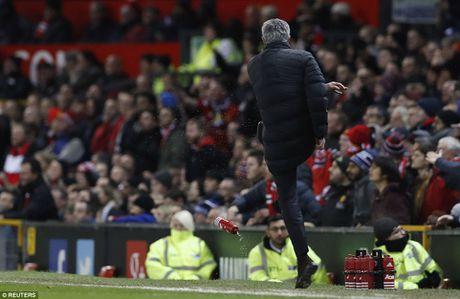 Rooney va Schweinsteiger khoai chi sau khi Mourinho bi trong tai duoi khoi san - Anh 3