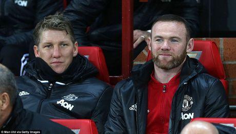 Rooney va Schweinsteiger khoai chi sau khi Mourinho bi trong tai duoi khoi san - Anh 6