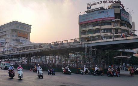 Ha Noi: Phan luong giao thong phuc vu thi cong nut giao Lang Ha - Thai Ha - Anh 1
