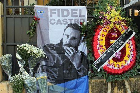 Lanh dao Ha Noi vieng Lanh tu Cuba Fidel Castro - Anh 5