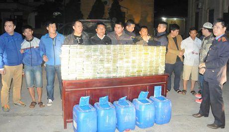 Vang A Cang van chuyen 300 banh heroin: Cuoc vay bat 'nghet tho' - Anh 1