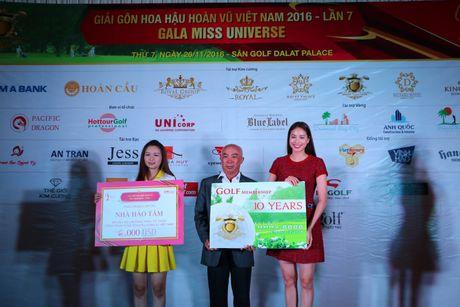 Hoa hau Pham Huong, A hau Le Hang, Nam Em cuoi may cay den voi tre em ngheo vung cao - Anh 3