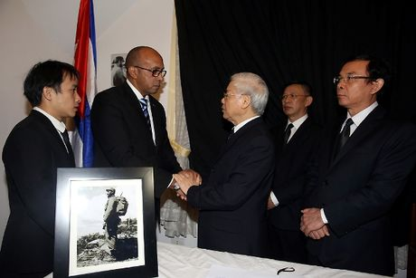 Ngay 4/12/2016, Viet Nam de tang dong chi Fidel Castro voi nghi thuc Quoc tang - Anh 1