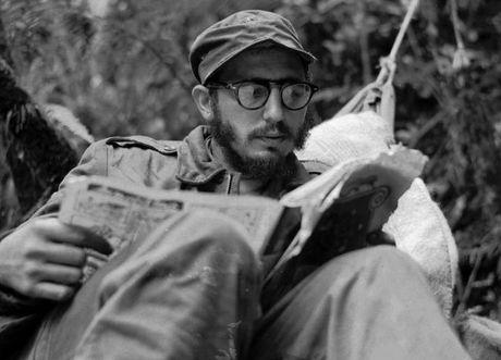 Dieu it biet ve ba bo quan ao duoc lanh tu Cuba Fidel Castro mac nhieu nhat trong ca cuoc doi - Anh 2