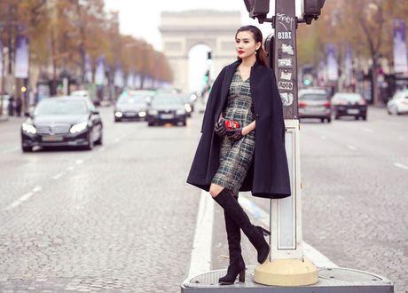 Ngoc Duyen mac thanh lich dao pho Paris truoc them show dien Victoria's Secret - Anh 1