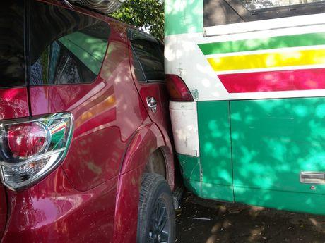 Xe buyt chay lui tong lien hoan trong ben xe DHQG TP HCM - Anh 1
