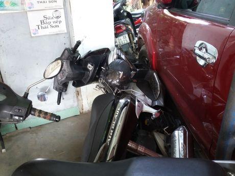 Xe buyt chay lui tong lien hoan trong ben xe DHQG TP HCM - Anh 3