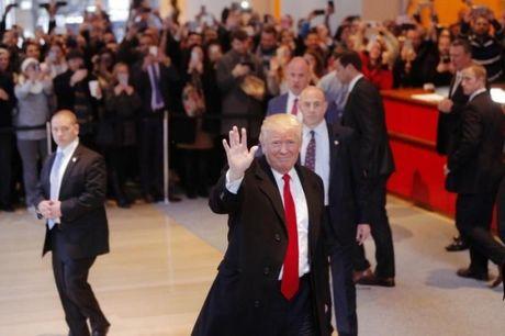 Ong Trump to hang trieu cu tri pho thong bo phieu bat hop phap - Anh 1