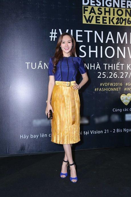 Hoa hau Kim Nguyen diu dang, khoe nhan sac 'xuan thi' dang ghen ti - Anh 2