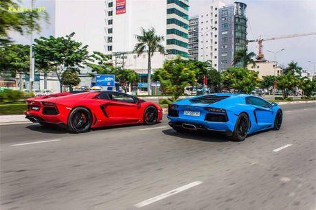 Bo doi Lamborghini Aventador mau doc nhat Viet Nam 'dua toc do' tren pho - Anh 1