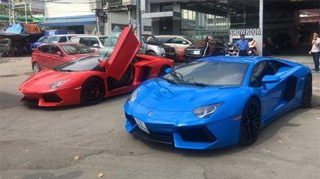 Bo doi Lamborghini Aventador mau doc nhat Viet Nam 'dua toc do' tren pho - Anh 2