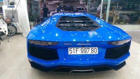 Bo doi Lamborghini Aventador mau doc nhat Viet Nam 'dua toc do' tren pho - Anh 4