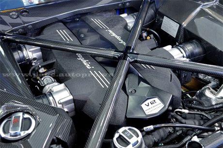 Bo doi Lamborghini Aventador mau doc nhat Viet Nam 'dua toc do' tren pho - Anh 6
