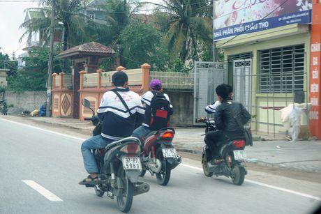 Nghe An: Hang tram hoc sinh vo tu 'bat chap' Luat Giao thong - Anh 1
