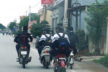 Nghe An: Hang tram hoc sinh vo tu 'bat chap' Luat Giao thong - Anh 5