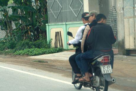 Nghe An: Hang tram hoc sinh vo tu 'bat chap' Luat Giao thong - Anh 6