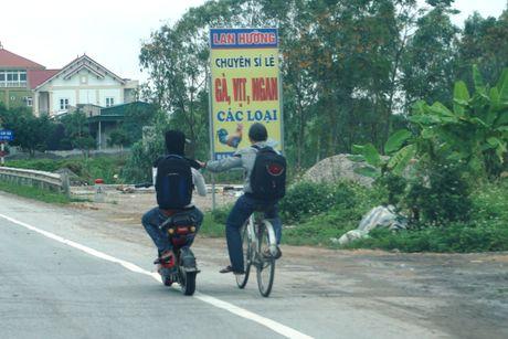 Nghe An: Hang tram hoc sinh vo tu 'bat chap' Luat Giao thong - Anh 7