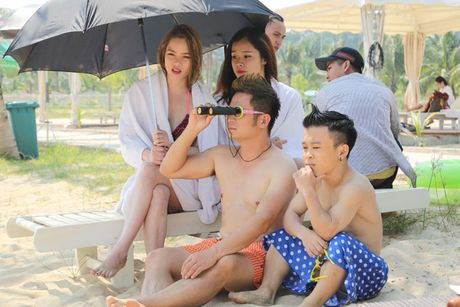 Bang Kieu 'choi troi' mung MV dat moc trieu view - Anh 1