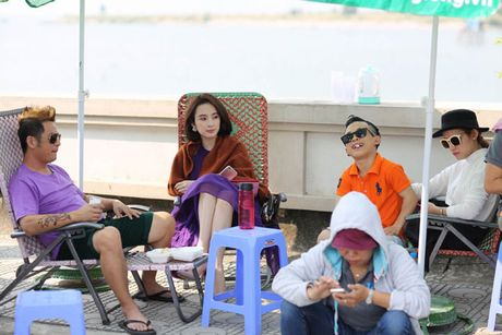Bang Kieu 'choi troi' mung MV dat moc trieu view - Anh 2