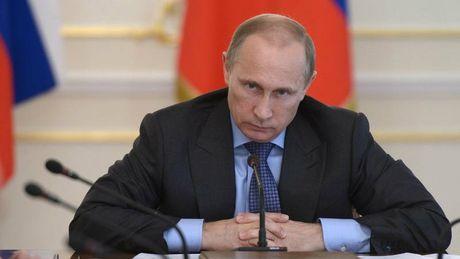 Ong Putin sa thai mot loat quan chuc cap cao muon lam vien si - Anh 1