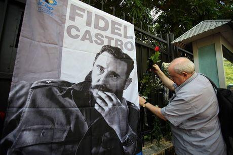 Lanh dao Dang, Nha nuoc va dong dao cac tang lop nhan dan vieng lanh tu Fidel Castro - Anh 6