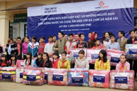 LienVietPostBank tai tro xay 48 gieng nuoc sach tai Nam Sai - Anh 1