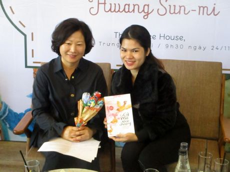 Nha van Han Quoc Hwang Sun mi: 'Hay de tre em nhin thay muon mau cua cuoc song' - Anh 1