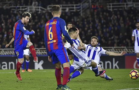 Messi ghi ban, Barca van tut lai o cuoc dua voi Real - Anh 5