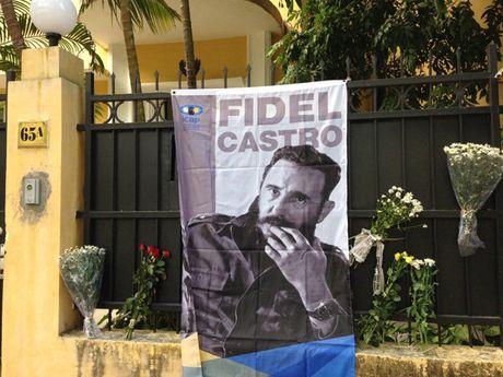 Lanh dao Dang, Nha nuoc vieng lanh tu Fidel Castro tai DSQ Cuba - Anh 12