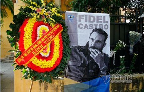 Lanh dao Dang, Nha nuoc vieng lanh tu Fidel Castro tai DSQ Cuba - Anh 1