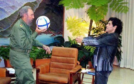 Maradona: 'Fidel Castro nhu nguoi cha thu 2' - Anh 1