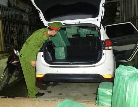 Bat 9x dung xe hop 7 cho van chuyen 10.00 goi thuoc la lau - Anh 1