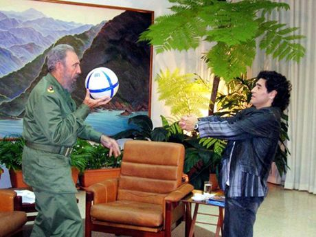 Xuc dong voi tam thu cua Diego Maradona gui lanh tu Fidel Castro - Anh 1