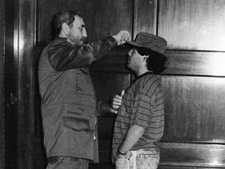 Xuc dong voi tam thu cua Diego Maradona gui lanh tu Fidel Castro - Anh 2