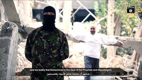 That thu tren chien truong Iraq, IS tung video de doa tra thu - Anh 1