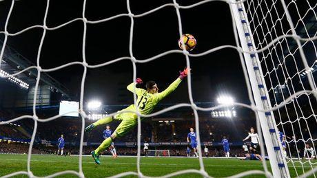 Top 10 khoanh khac an tuong nhat vong 13 Premier League - Anh 1