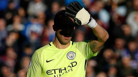 Top 10 khoanh khac an tuong nhat vong 13 Premier League - Anh 2