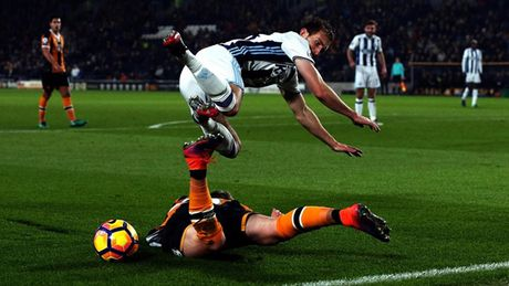 Top 10 khoanh khac an tuong nhat vong 13 Premier League - Anh 6