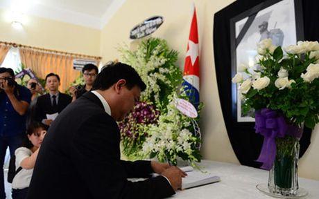 Bi thu Thanh uy Dinh La Thang vieng Lanh tu Cuba Fidel Castro - Anh 1
