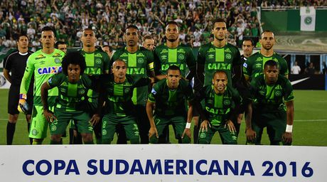 CONMEBOL dung toan bo cac tran dau sau vu may bay roi tai Colombia - Anh 1